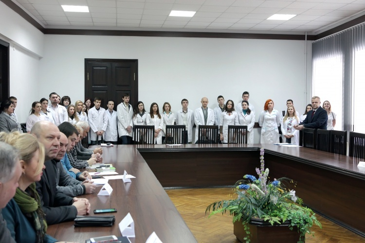 Distribution of graduates of the School of Medicine of 2017, who study on the state order, was held