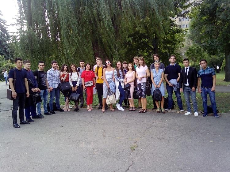 Студенти медичного факультету відвідали ботанічний сад у рамках проекту «Кураторська година»