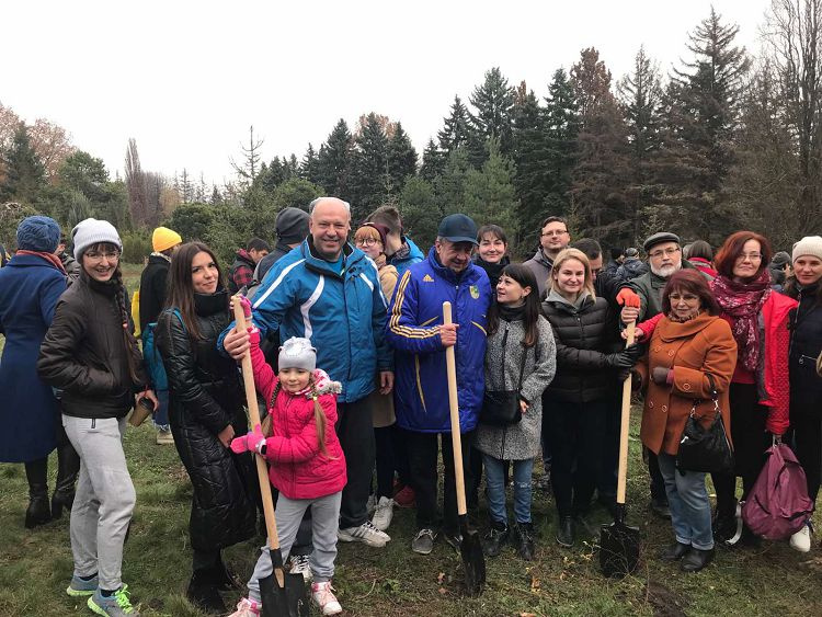 Students and teachers of the Faculty of Medicine took part in the planting of 215 trees in Kharkiv