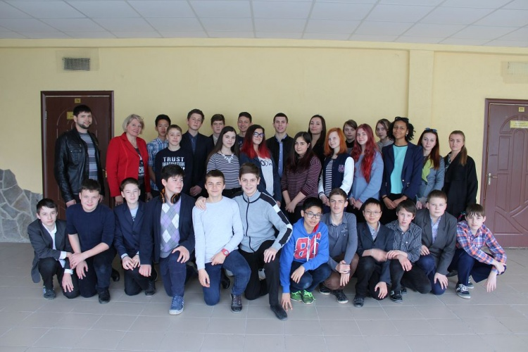 Students of the School of Medicine have organized master-classes on first medical aid for pupils of gymnasium №14 in Kharkiv